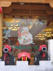 Père Noel sur une vitrine