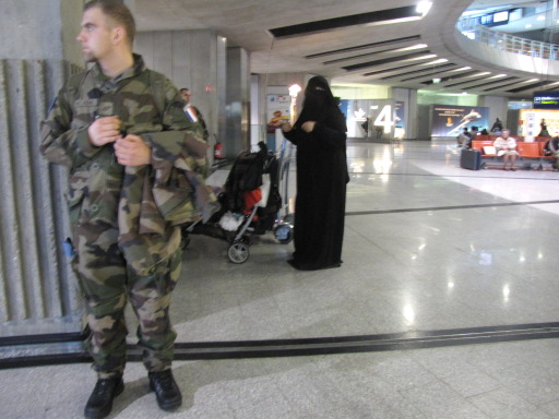 parachutiste et burka